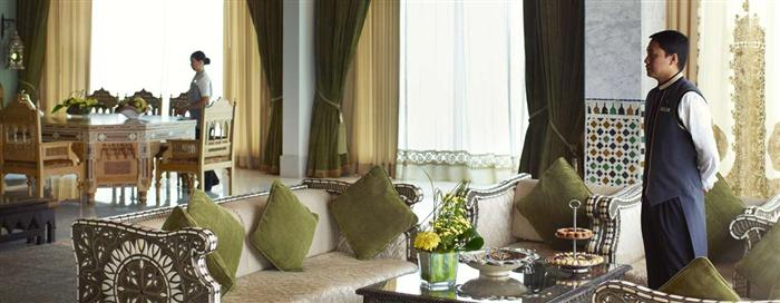 Гостиная пентхауса «Moroccan» в отеле Raffles Dubai