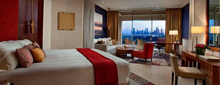 Фирменная спальня в отеле Raffles Dubai