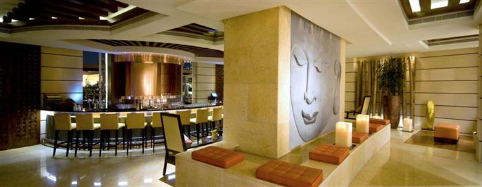 Коктейль-бар «Crossroads» в отеле Raffles Dubai