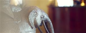 Статуя с изображением слона