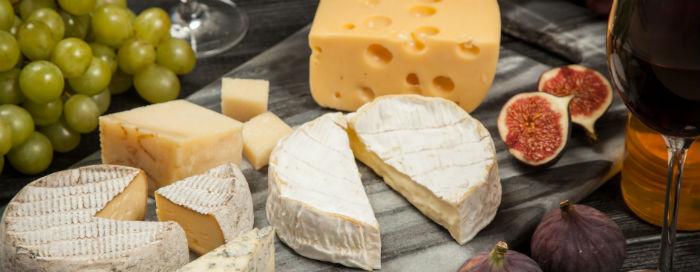 Предложение «Cheese and Grapes Evenings» от отеля Raffles Dubai