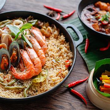 Paella de fruits de mer asiatique