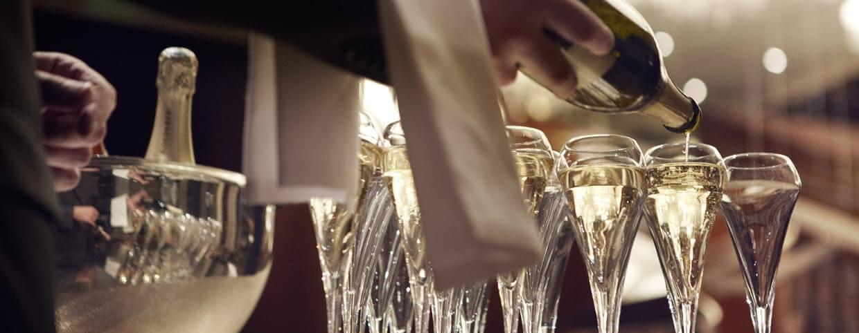 Шампанское в Raffles Hainan