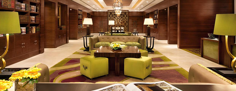 مائدة المجلس في فندق رافلز مكة