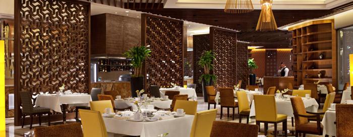 العرض الترويجي للمأكولات البحرية لمطعم القصر في فندق رافلز مكة