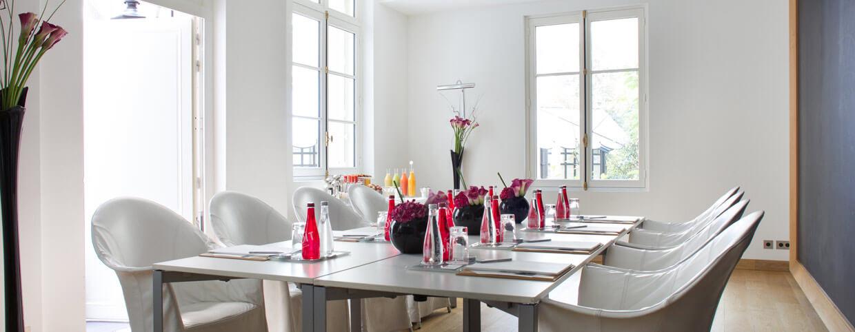 Комната для деловых встреч в Raffles Paris