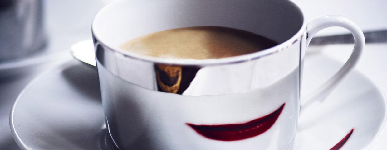 Tasse de café au Raffles Paris