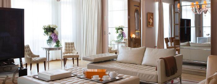 Гостиная Президентского номера люкс «Katara» в Raffles Paris
