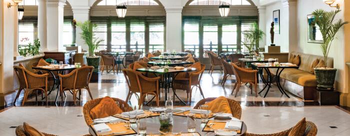 Café Raffles Hotel Le Royal(ラッフルズ ホテル ル ロイヤル)のカフェ モニボン