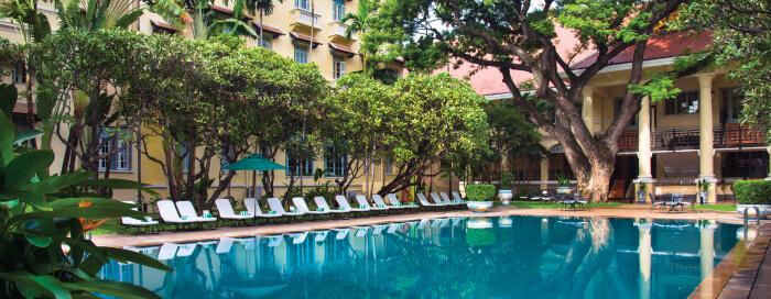 Piscine au Raffles Hotel Le Royal