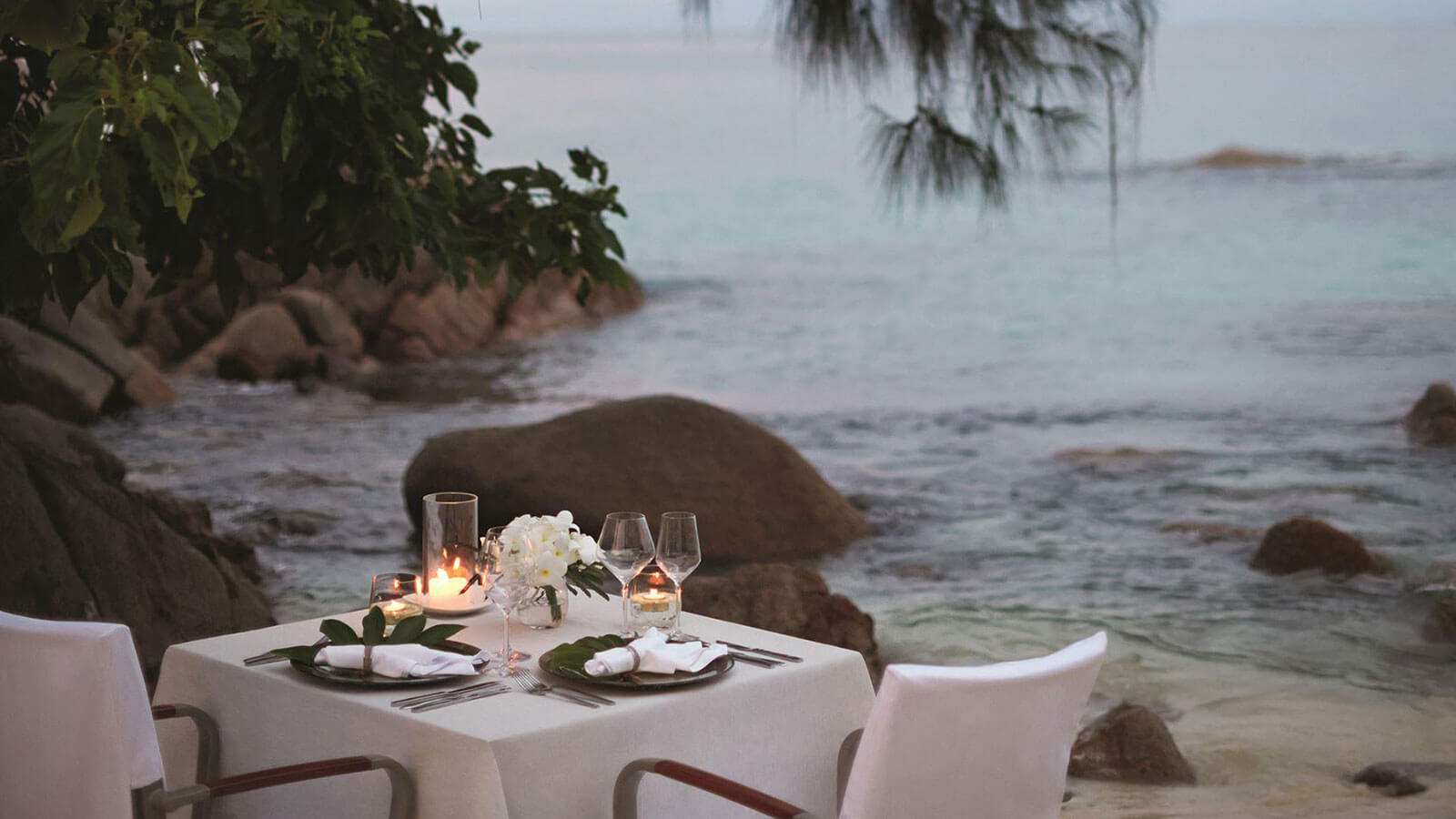 Dining experience on the beach