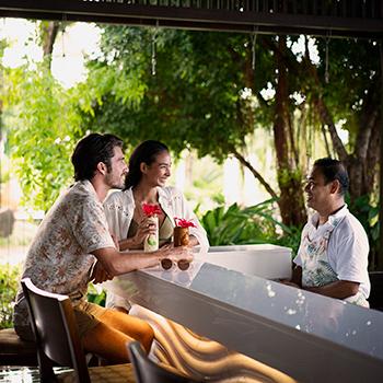 Ресторан-бар у бассейна
