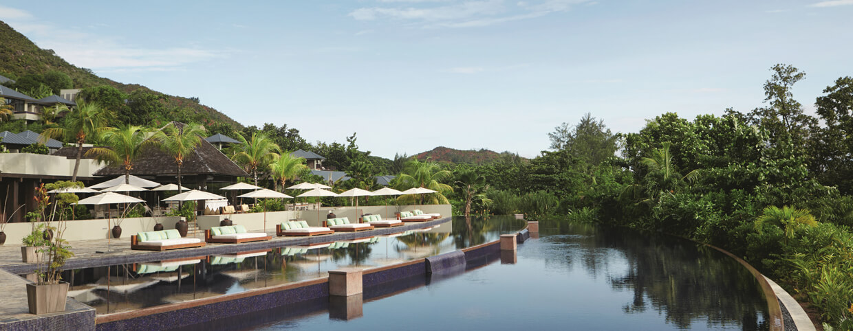 Piscine au Raffles Seychelles