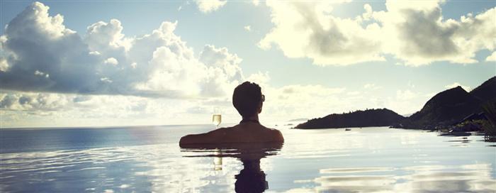 Bassin privé au Raffles Seychelles