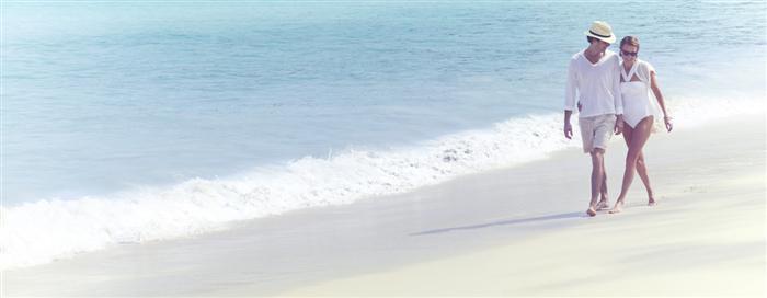 Прогулки по пляжу в Raffles Seychelles