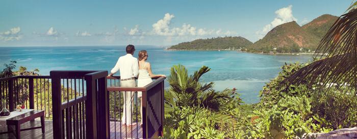 Repas dans la villa au Raffles Seychelles