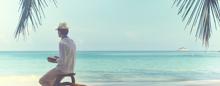 Réflexion sur la plage au Raffles Seychelles
