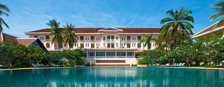 Piscine au Raffles Hotel d'Angkor
