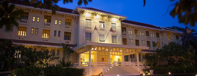 Spécialiste de l'accueil depuis 1932 au Raffles Hotel d'Angkor