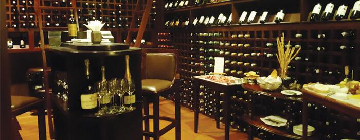 Vin et fromage à la cave