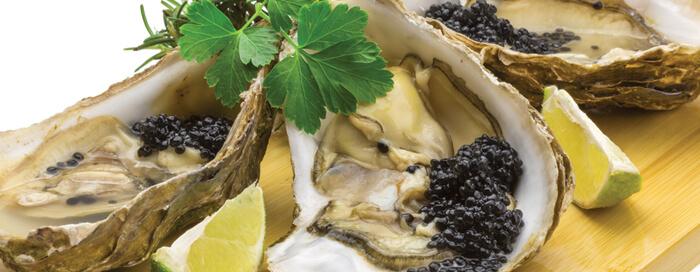 Trio de douceurs: des huîtres, du caviar et du champagne