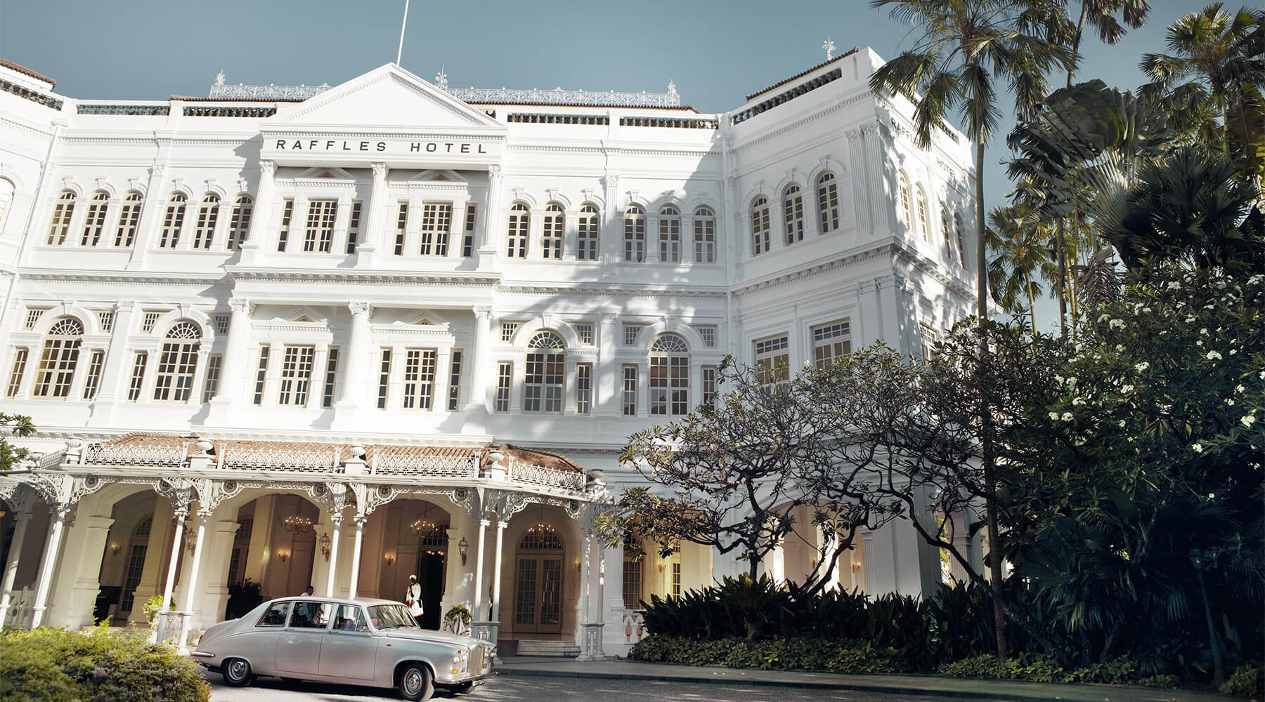 The raffles story luxury hotels resorts raffles hotels for Design hotel singapore