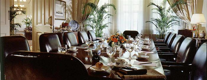 Raffles Singapore(ラッフルズ シンガポール)の会議用テーブル