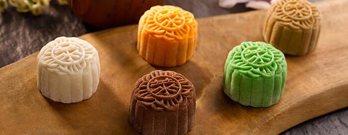 حلوى المون كيك الأسطورية من رافلز سنغافورة