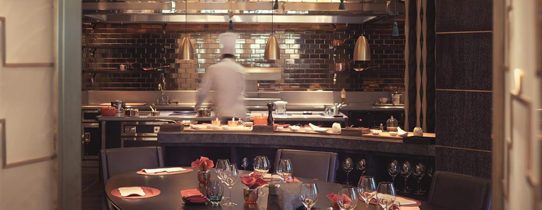 Уединенная атмосфера в ресторане «Arola» в Raffles Istanbul