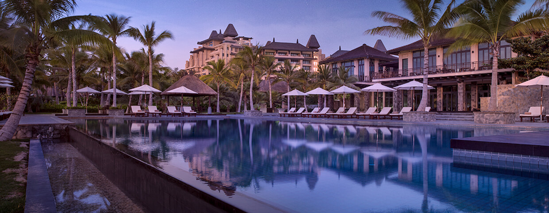 体验莱佛士酒店豪华住宿及累积三倍「亚洲万里通」里数