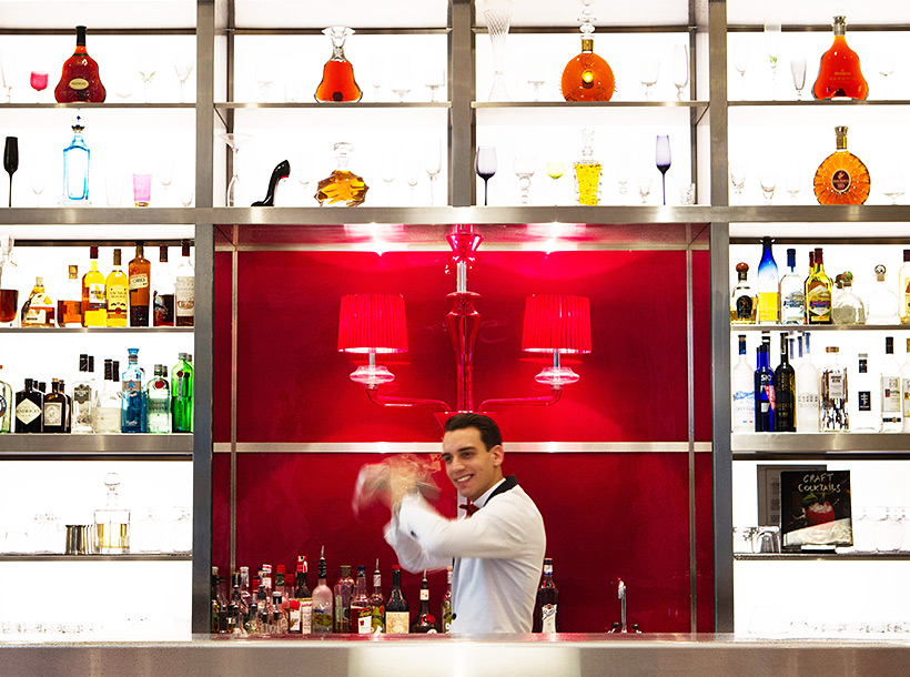 bartender creating a cocktail at raffles paris
