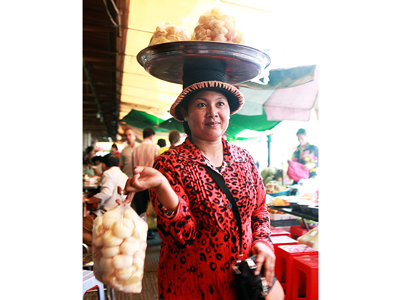 woman carrying street food in the Central Market
