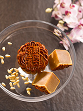 Baked-Mooncake-with-Pine-Nuts-Macadamia-Nuts-White-Lotus-Paste2