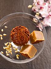 Baked-Mooncake-with-Pine-Nuts-Macadamia-Nuts-White-Lotus-Paste2