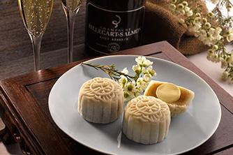 """كعك القمر الهش مع ترافل الشمبانيا """"Champagne truffle"""" أو صوص الجاناش """"Ganache"""""""