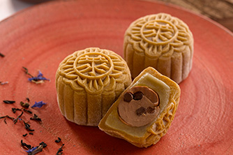 شاي Snow-Skin Earl Grey وكعك القمرChocolate Pearls Truffle Mooncake.